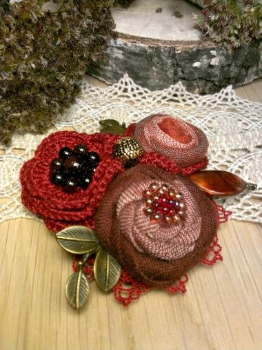 Crocheted Brooch Jewelry.  @LarisaShchukina.