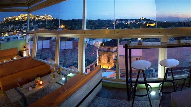 Athenstyle Rooftop Bar (Αγίας Θέκλας 10, Μοναστηράκι, τηλ. 210 3225.010)