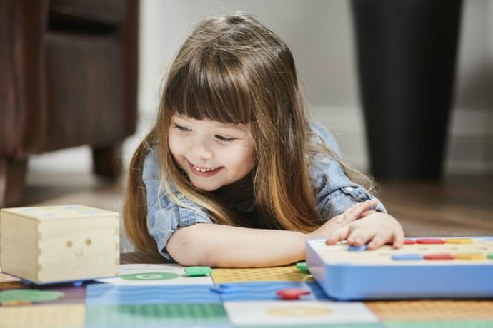 Teaching coding to preschoolers with Cubetto which is currently on Kickstarter