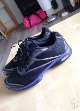 À vendre sur #vintedfrance ! http://www.vinted.fr/chaussures-femmes/baskets/24172822-baskets-reebok-easytone-noir-violet-taille-37