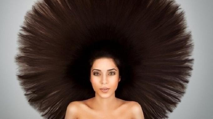 Pas besoin de fer à lisser pour avoir de beaux cheveux lisses. Voici une astuce simple pour lisser les cheveux naturellement avec ce truc de grand-mère. J'ai essayé plein de trucs pour avoir les