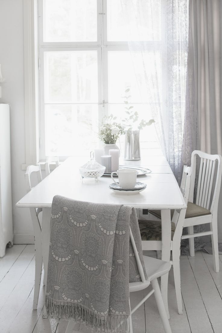 Lennol | Grey, elegant kitchen with ornamental throw and lace curtain