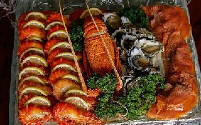 Napoli: All You Can Eat di Pesce Volete spendere la metà per un pranzo o una cena con portate illimitate? Questa è la filosofia del sito che in questa pagina raccoglie tutte le proposte di Napoli dove potrete gustarvi una cena a bas #allyoucaneat #pesce #napoli #illimitato