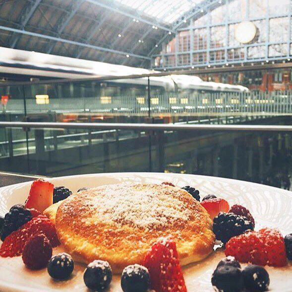 Happy #pancakeday everyone! Come to St Pancras to enjoy some delicious pancakes, in beautiful surroundings including these tasty ones from @searcystpancras 😍 #stpancras #london #landmark #mustdo #pancakes  #pancake