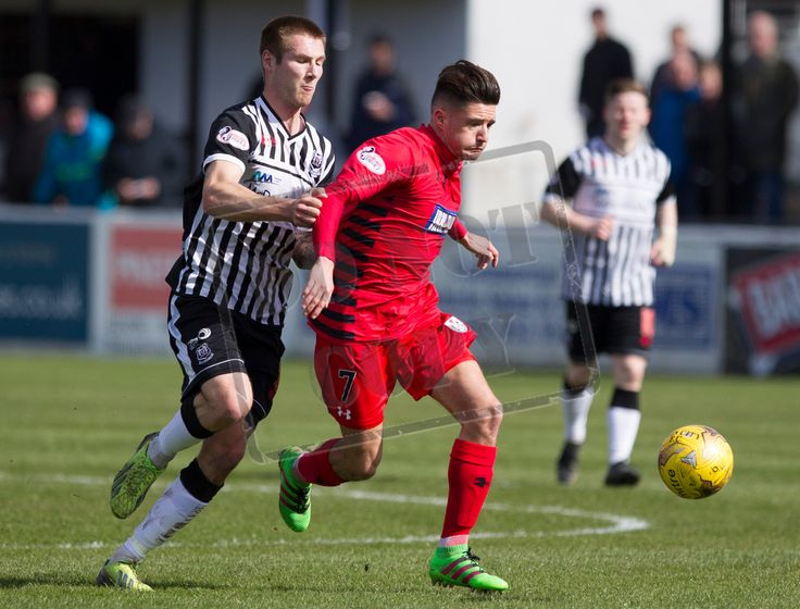 Queen's Park's Paul Woods on the ball during the SPFL League Two game between Elgin City and Queen's Park.
