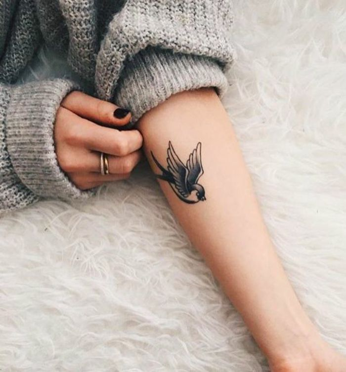 Les 25 meilleures id es de la cat gorie hirondelle conception de tatouage sur pinterest - Tatouage hirondelle signification ...