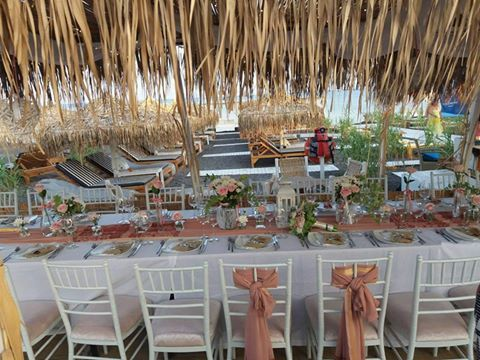 Such an elegant set up at Sea Side restaurant in Santorini. A stress free wedding on the beach.
