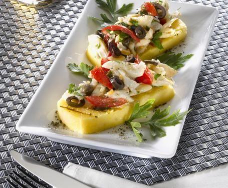 Crostini di polenta con merluzzo e pomodorini