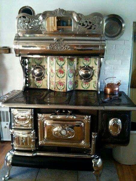 Antique Kitchen Stoves, Antique Stove, Kitchen Ranges, Range Hoods, Wood  Stoves, Cabin Ideas, Cast Iron, Bungalow, Vintage Appliances
