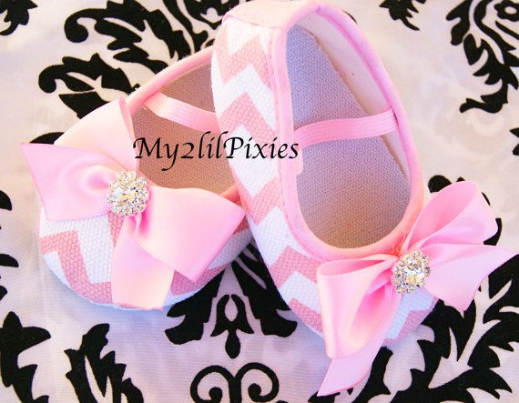 Baby Crib Shoes Pink Chevron Shoes Shoes with bows by my2lilpixies, $12.95