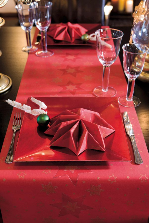 Use tête-à-têtes for easy and elegant table settings for christmas. And impress your guests with an elegant napkin folding.