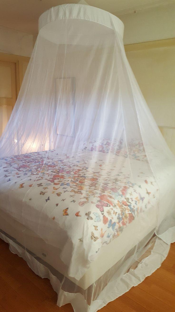 KLamboe XL voor een groot 2 persoons bed. deze klamboe bied optimale bescherming tegen de muggen en is ook nog heel decoratief. U kunt de klamboe kopen bij Marañon de specialist in klamboes. Deze king size klamboe kost € 59 en is ook verkrijgbaar bij de klamboewinkel in Aalsmeer.