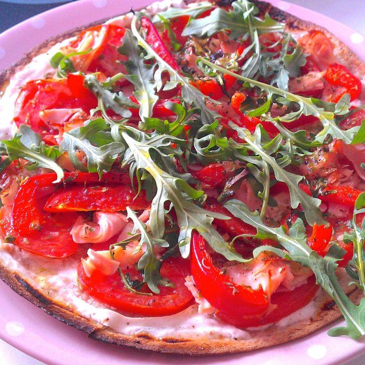 """RECETA FITNESS: """"Pizza integral casera baja en grasa y baja en calorías."""" - Fitfoodmarket"""