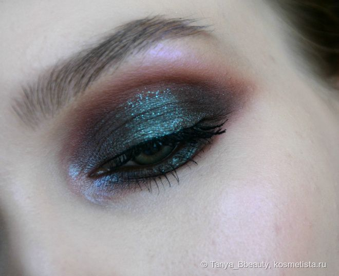 Яркий макияж глаз с пигментами Tammy Tanuka. Фотоурок
