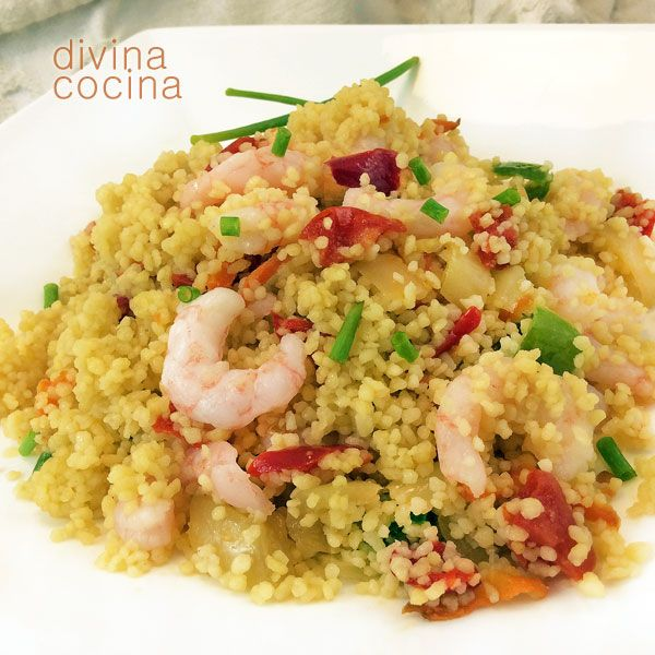 Este cuscús con gambas y verduras es muy fácil de preparar y puedes combinar ingredientes y verduritas a tu gusto.