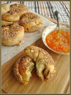 Ψωμάκια πρωινού με γέμιση μαρμελάδας