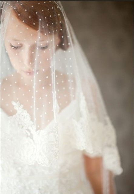 The snow-like spot makes the veil perfect for Christmas coming wedding or Winter wedding