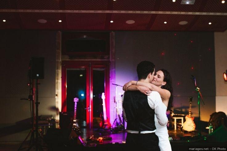 Préparer son mariage c'est choisir un lieu de réception, un traiteur, un photographe, ... mais c'est aussi savoir trouver de bonnes chansons qui mettront de l'ambiance à votre mariage !