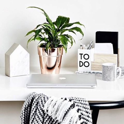 Desk Edit: clean lines with a touch of rose gold! We are dreaming of a space like @iheartbargains ❤️ #regram via @targetaus #office #inspo #iamlisat #lisatfortarget #copper #rosegold #monochrome #decor #luxeforless