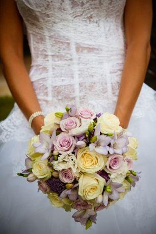 Кремовые и лавандовые оттенки для свадьбы в стиле прованс