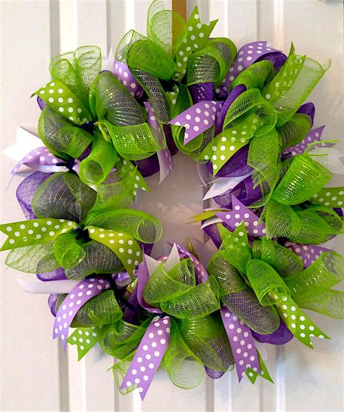 How to make a spring deco mesh wreath