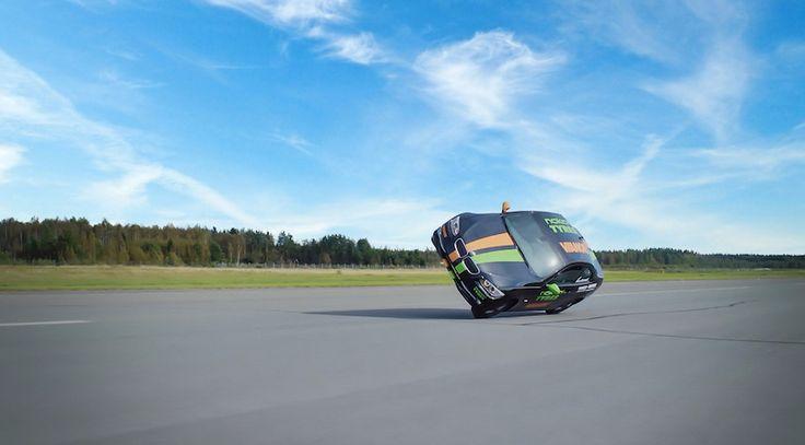 Un BMW 330d alcanza 186,269 km/h sobre dos ruedas y se hace con el récord - http://www.actualidadmotor.com/bmw-330d-186-kmh-sobre-dos-ruedas-bate-el-record/