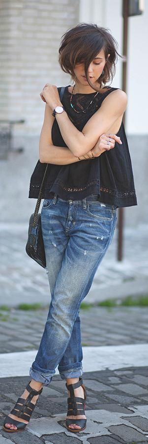 Black top, jeans and sandals… Such a simple outfit. Works. Via Zoé Alalouch