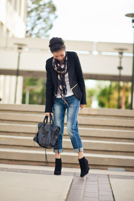 I really like this outfit. I really need to bring boyfriend jeans more into my wardrobe.