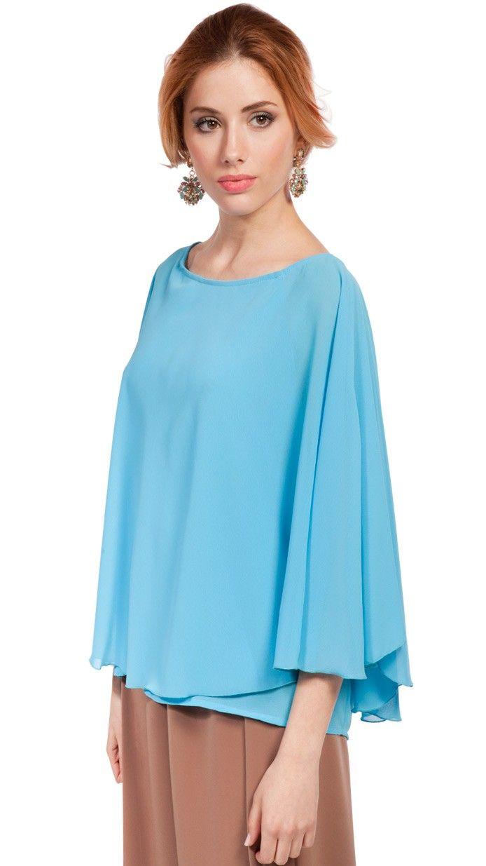 DRESSEOS - Exclusivo top capa en azul claro perfecto para combinar con alguno de nuestros pantalones anchos y ser una invitada perfecta - Alquiler ropa fiesta