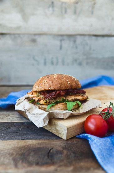 Burger and tomatoes | © Rania Rönntoft / Scandinav Bildbyrå #Dishes #Meals #Food #Burger #Eat