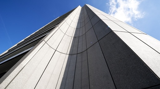 Het provinciehuis van Noord-Brabant is officieel geopend op 12 november 1971 door Hare Majesteit Koningin Juliana. Het is een ontwerp van de Rotterdamse architect Maaskant