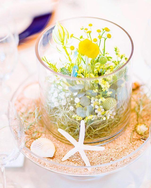 wedding report ゲストテーブル装花♡ コンセプトカラーの黄色を小花で表現。 多肉を入れナチュラルに。 砂、ヒトデ、貝でリゾート感を #ウェディングレポート #ゲストテーブル装花 #コンセプトカラー #リゾート#海#sea #2016夏婚  #ゴールデンスティック #マトリカリヤ #ビバーナム #チランドシア #フルーツコンポート #ミニボブ