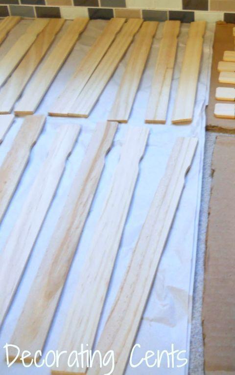 Enclenchez quelques bâtons freebie chaque fois que vous frappez le magasin de matériel et de construire une petite collection de bois de rebut.