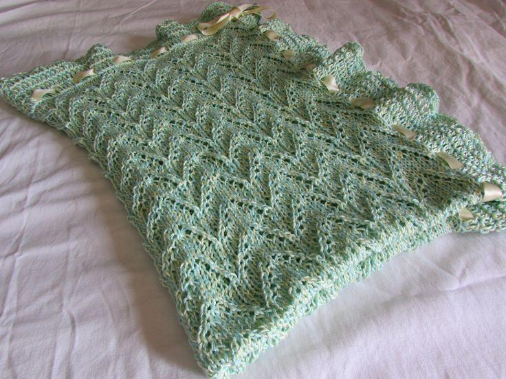 copertina per neonato in cotone verde acqua interamente realizzata a mano