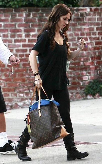 Love my Louis Vuitton Cabas Mezzo Bag: Caba Mezzo, Louis Vuitton, Bags Style, Gold Bracelets, Mezzo Bags, Brown Pur, Love Bracelets, Monograms Canvas, Jennifer Love Hewitt