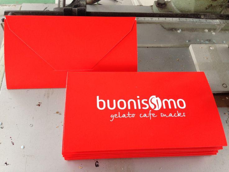 Ora ci vuole proprio un buon #caffè, anzi @Buonissimo Magazine! #stampa #buste #cartoncino #rosso #personalizzate #print #envelope #red #coffee #italian #lunch #typography Buy it online -> http://www.gruppoantagora.it/index.php?id_product=5&controller=product