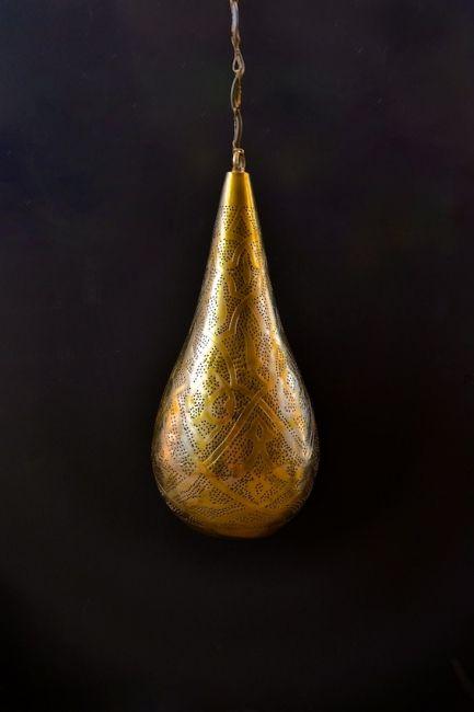 Gouden hanglamp voor sfeer licht en / of functioneel licht. Handgemaakt in Egypte. Ook geschikt voor modern / hedendaags design. Lamp voor aan het plafond met kleine / fijne gaatjes.