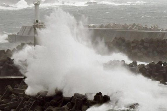 Waspada Gelombang Tinggi Air Laut Terjang di Wilayah Ini https://malangtoday.net/wp-content/uploads/2017/04/gelombang-tinggi.jpeg MALANGTODAY.NET – Badan Meteorologi, Klimatologi dan Geofisika(BMKG) mengeluarkan peringatan dini kepada masyarakat akan potensi tingginya gelombang air laut. Gelombang tinggi tersebut diperkirakan mencapai ketinggian 2,5 meter. Lebih lanjut BMKG dalam laman resminya menyebutkan daerah... https://malangtoday.net/flash/nasional/waspada-gelom