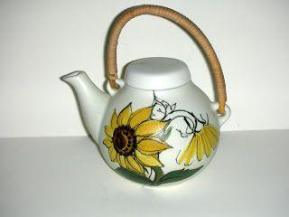 SKYSCRAPER CAPE TOWN - 20th CENTURY CLASSICS: Arabia Finland Sunflower Teapot - Ulla Procope
