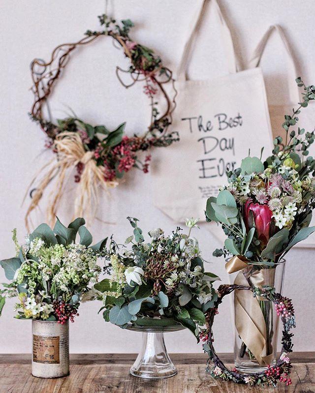 . . 式場で使ったお花達♡ 右後ろのバックは引き出物袋 式後も使ってもらえたらなと思ってこちらにしました☺️ . . #rieweddingitem .