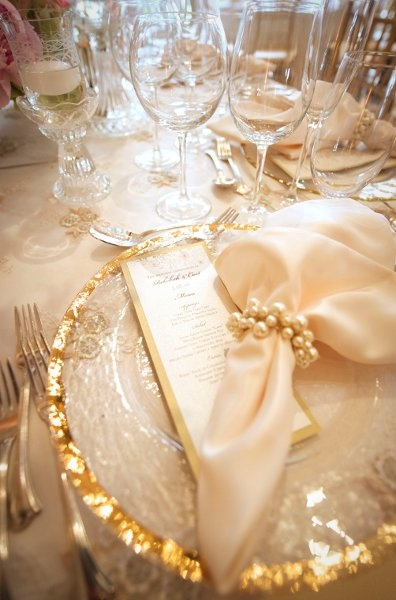 pretty chargers, love the sparkles and pearls (Beautiful place setting)