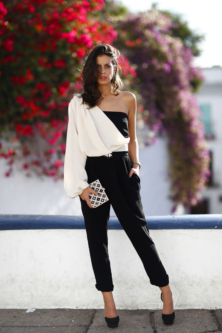 *Consigue el Look* Nos encanta el look de Silvia! La elegante BLOGGER de 1silla para mi bolso que luce nuestro mono asimétrico!  AQUÍ > http://www.colettemoda.com/producto/mono-asimetrico-negro/  #colettepalencia #moda #fiesta #outfit