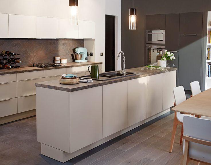Castorama cuisine artic blanc mat seigle et poivre une cuisine d 39 architecte qui joue le ton for Castorama peinture cuisine