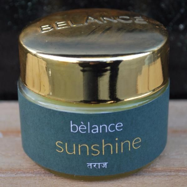 Sunshine' (pine cream) is a natural remedy for relief of (chronic) pain. Sunshine works very well with painful joints, stiff muscles, muscle cramps, soft tissue, rheumatism, sprains, arthritis pain, sprains, frozen shoulder, computer related pain, carpal tunnel syndrome and fibromyalgia. Gently massage the painful spots 2-3 times a day until the paste is fully absorbed. Keep the treatment well warm for optimal results.