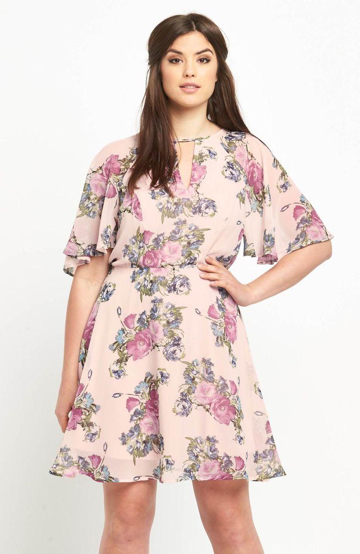 Przepiękna sukienka z nadrukiem w kwiatki marki So Fabulous. Pod szyją efektowne wycięcie z rozcięciem. Dostępna od roz. 42 do roz.56, 359 zł na http://www.halens.pl/moda-damska-rozmiary-specjalne-na-gore-5828/sukienka-577242?imageId=400877&variantId=577242-0022