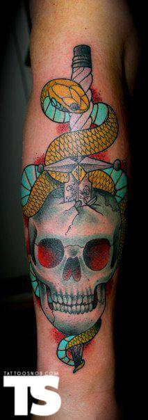 Skull snake sword tattoo by Thomas Asher Fann þetta á einhverri tattoo siðu :)