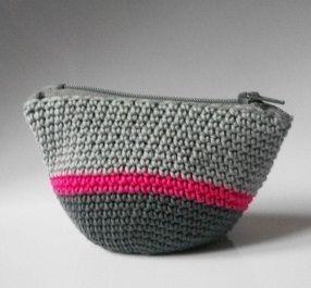 Que tal confeccionar um lindo porta-moeda de crochê com sobras de Anne? É possível confeccionar um porta-moeda com o ponto baixo que dispen...