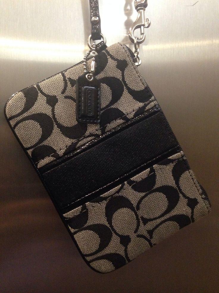 Otro monedero #Coach que uso cuando visto de gris  y combina con mi bolsa