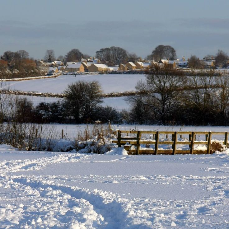 Wishing you a very merry #Christmas from all of us here in the #Cotswolds. Here's a beautiful #Winter scene of the village of Churchill taken from Kingham by Peter Hill.