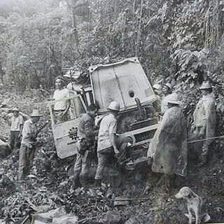 #murosaga4x4 from @elgrencho - En 1975 unos 80 hombres y una mujer, cansados de que las provincias de Chiriquí y Bocas del Toro en Panamá estuvieran incomunicadas, se abrieron el primer paso por lo más espeso de la montañosa selva para acabar con esa...